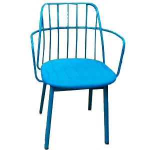 Silla de plástico azul con respaldo calado de 56x50x82cm