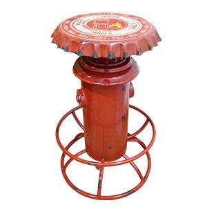 Banco de bar de metal diseño toma de agua con corcholata en color rojo de 40x64x80cm