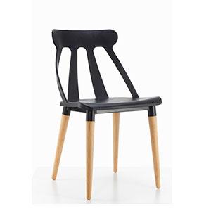 Silla Early de plástico negra con patas imitación madera