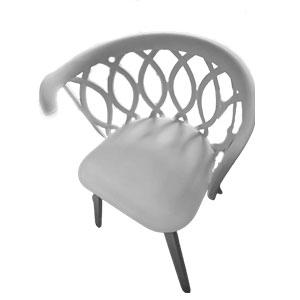 Silla de plástico blanca con ovalos en el respaldo
