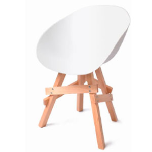 Silla de plastico blanca con base de madera color natural de 58x57x79cm