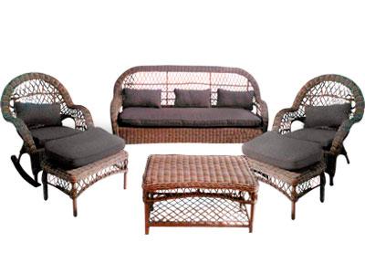 Sala de fibras plásticas c/mecedora, 2 descansapies, mesa y cojines cafés 1+1+1+1+3