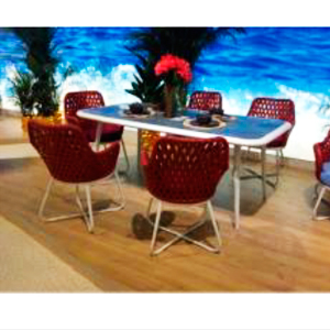 Mesa de tubular rojo con 6 sillas de fibras plásticas tejidas cafés con cojines