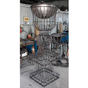 Florero de alambron diseño copa de 63x63x175cm
