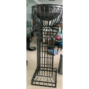 Florero de alambron diseño copa de 63x63x165cm
