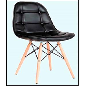 Silla de polipiel negra capitoneada y patas de madera café de 47x52x84.5cm