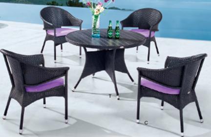 Juego de mesa redonda de 100x72cm con 4 de sillas de 61x59x84cm de fibras plásticas