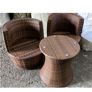 Juego de mesa c/2 sillas apilables de fibras plásticas 60x60x65cm