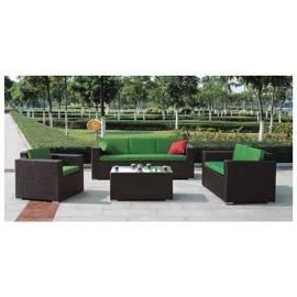 Sala de fibras plásticas café con cojines verdes 1+2+3+ mesa