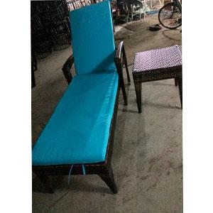 Camastro de fibras plásticas cafe con colchoneta y mesa de 50x50x50/190x70x62cm