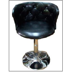 Banco de bar con atura ajustable de polipiel negra capitoneada de 41x122cm