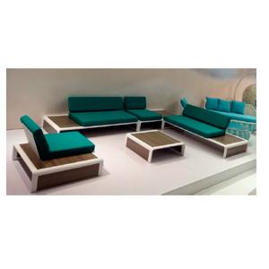 Sala de (5pzas) sillones con cojines verdes, mesas laterales de polimadera y mesa de centro  2+1+1+1