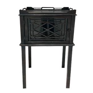 Mueble antiguo con puerta en base de madera negro de