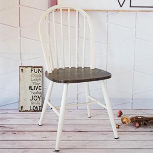 Silla de metal blanca con asiento de madera de 48x46x92cm