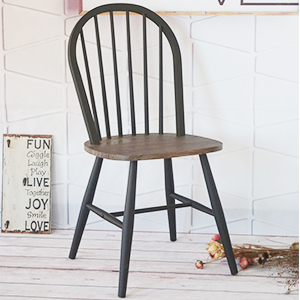 Silla de metal negra con asiento de madera de 48x46x92cm