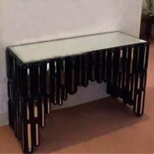 Coqueta de cristal con marco negro diseño rectangulos con con espejos de 119.5x43.5x78.5cm