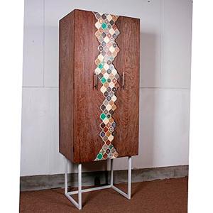 Gabinete de madera en colores de 60x40x160cm