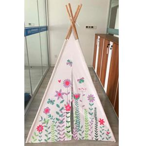 Casita armable diseño Tipi estampado de flores y mariposas de 120x120x160cm