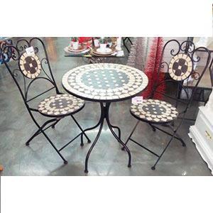 Juego de mesa y 2 sillas de metal con mosaicos diseño rombos blancos y negros de 60x60x71/38x38x91cm