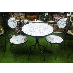 Juego de mesa y 2 sillas de metal con mosaicos azules de 60x60x71/38x38x91cm