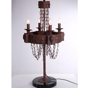 Lámpara de mesa rustica terminado antiguo con cadenas para 4 focos de 50x80cm