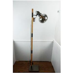 Lámpara de piso con base de madera y metal con pantalla de vidrio de 29x20x153cm