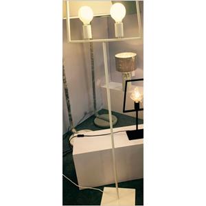 Lámpara de piso blanca diseño pantalla de 42x22x155cm