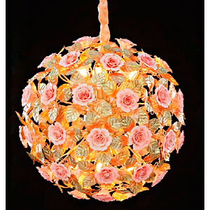Lampara de techo diseño esfera de ramas y hojas doradas con Rosas blancas de 60x60cm