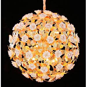 Lampara de techo diseño esfera de ramas y hojas doradas con Rosas blancas de 80x80cm