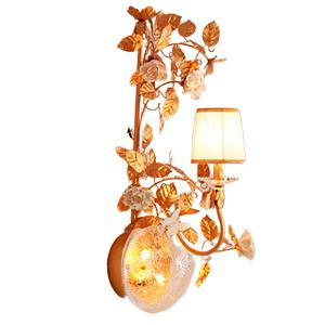 Lampara de pared diseño clasica para 1 focos con guias doradas y rosas blancas de 75x35x35cm