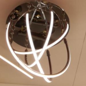 Lámpara de techo moderna cromada con luz led de 35x35x52cm