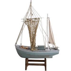 Barco en base de madera de 64.5x43x14cm