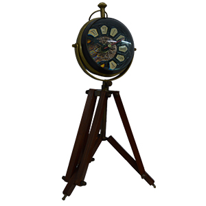 Reloj de metal con burbuja de cristal y tripie de 10x40cm