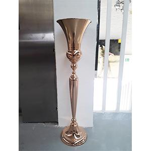 Florero de metal diseño copa de metal dorado de 25x25x98cm