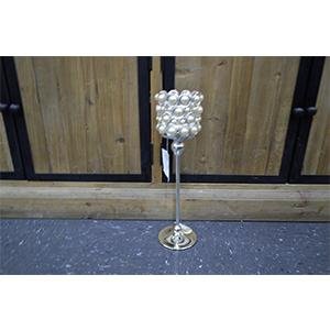 Candelabro de metal cromado y pantalla forrada de cuentas de perla de 11x11x39cm