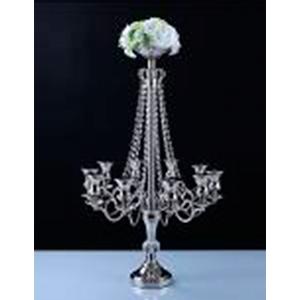 Candelabro de metal cromado p/10 velas con cuentas de cristal y florero de 66x66x86cm