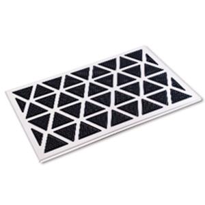 Tapete de metal con triángulos de goma negros de 60x40cm