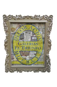 Portarretratos de plástico gris con orilla de grecas de 12.5x18cm