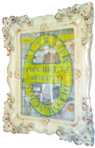Portarretrato de plástico beige con grecas de 13x18cm
