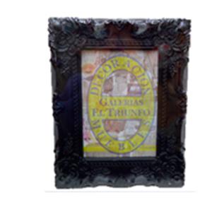 Portarretratos de plástico negro con orilla de flores de 13x18cm