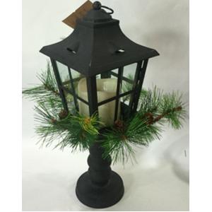 Linterna de metal diseño farol negro con luz incluida (usa 3 baterias triple A) de 14x39cm