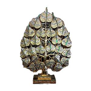 Árbol con hojas doradas con incrustación de cristales de