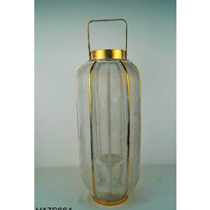 Linterna de metal con madera dorada y malla de 23x23x55cm