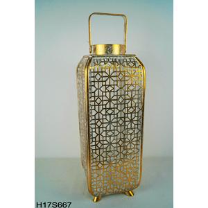 Linterna rectangular de metal con madera dorada con diseño de 18.5x18.5x52cm