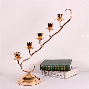 Candelabro para 5 velas diseño rama dorado de 18x70.5x59cm