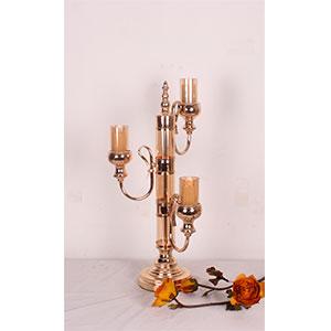Candelabro de metal con vidrio dorado para 3 velas de 26x26x54cm