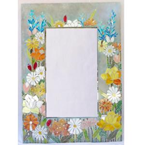 Espejo blanco con estampado de flores con incrustaciones de cristales de colores de 102x76x3.5cm