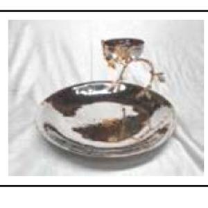 Plato de metal redondo con tazón y base diseño ramas doradas de 31x31x19cm