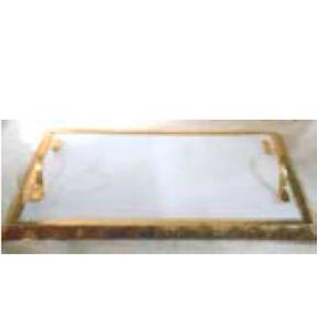 Charola de marmol blanca con asas de metal y orilla dorada de 38x23x7cm