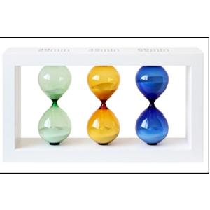 3 Relojes de arena azul  verde y ámbar en base de madera blanca de 26cm